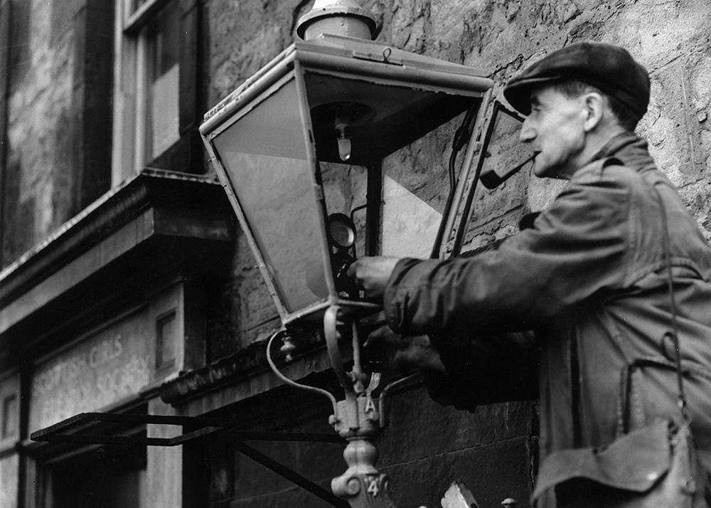 Первые газовые лампы.