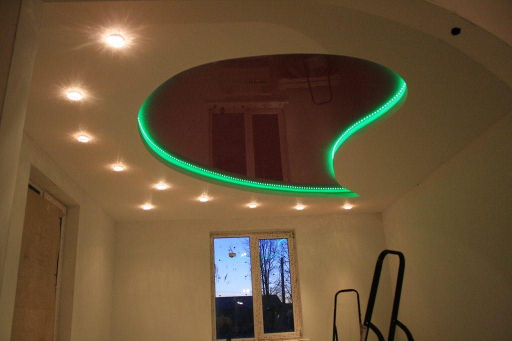 Светодиодная подсветка потолка.